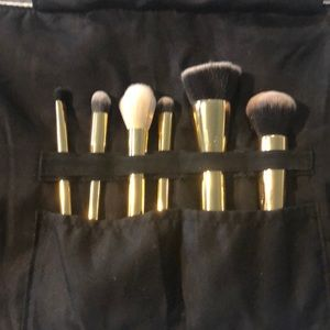 Tarte 6 piece makeup brush set with bag
